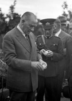 Gazi Mustafa Kemal Atatürk'ün vefatının 80. yılı