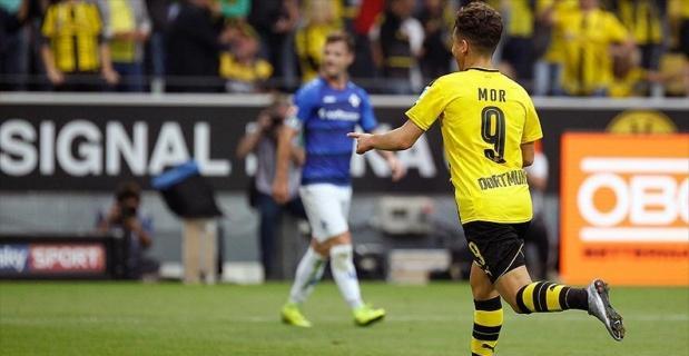 Bundesliga'da 20 Türk asıllı futbolcu boy gösteriyor