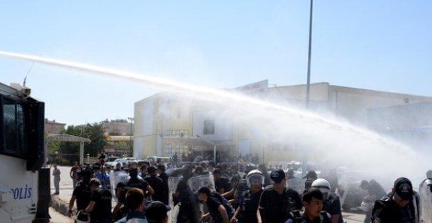 Diyarbakır'da Eğitim-Sen'in protestosuna polis müdahelesi