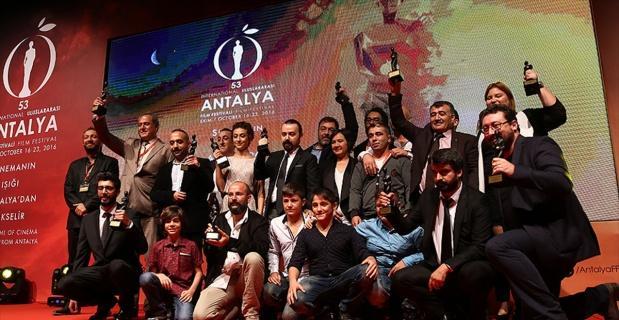 'Antalya Film Platformu' ve 'Yaratıcı Ödüller' ödülleri sahiplerini buldu