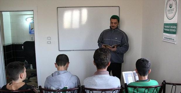 Suriyeli yetimlere şefkat eli