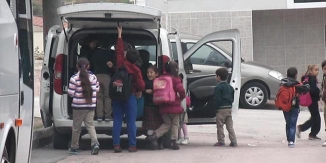 18 öğrenciyi taşıyarak okula getiren öğretmene ceza