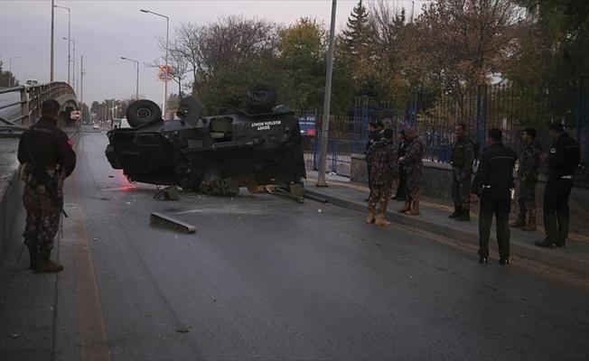 Başkentte zırhlı polis aracı üst geçitten düştü: 3 yaralı