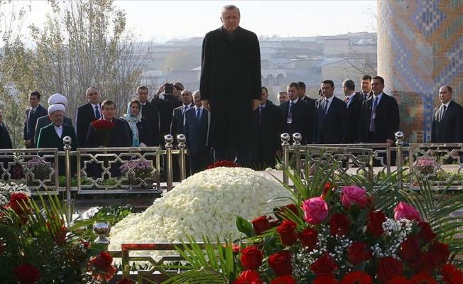 Cumhurbaşkanı Erdoğan, Özbekistan Birinci Cumhurbaşkanı Kerimov'un kabrini ziyaret etti