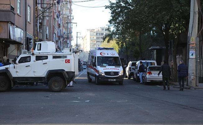 Diyarbakır'da bomba yüklü araçla saldırı: 2'si polis 8 şehit