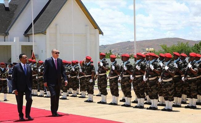 Erdoğan Madagaskar'da resmi törenle karşılandı