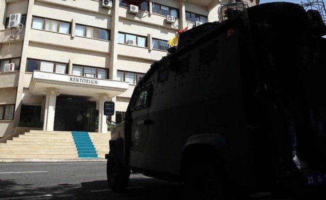 FETÖ'nün Dicle Üniversitesindeki yapılanmasına operasyon: 26 gözaltı