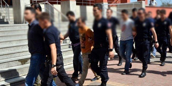 Öğretmen, eczacı ve memurların da bulunduğu 10 kişiye gözaltı