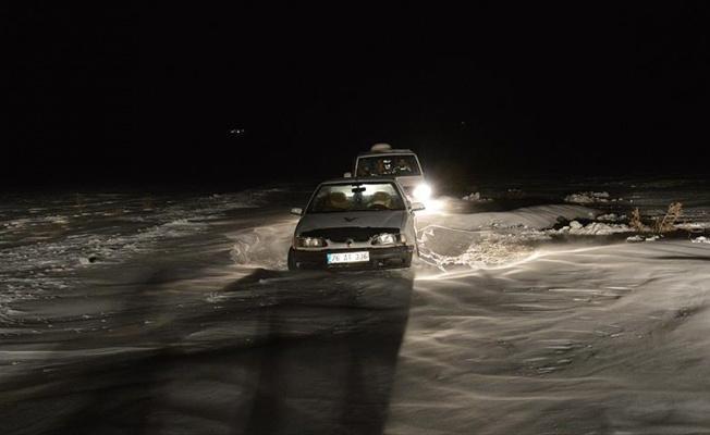 Ağrı'da tipide mahsur kalan 15 yolcu kurtarıldı