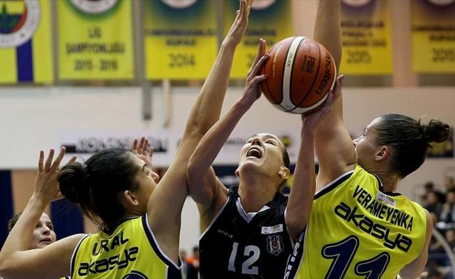 Basketbolda kadınlar derbisi