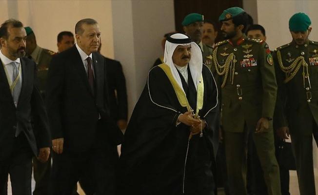 Cumhurbaşkanı Erdoğan Bahreyn'de resmi törenle karşılandı