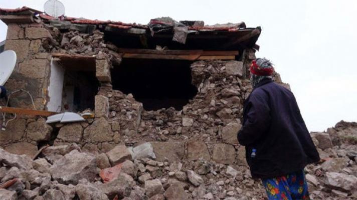 Ege'de deprem! 506 kez sallandı.