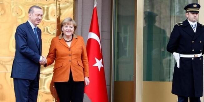 Merkel'den 'FETÖ'cülerin iadesi' açıklaması