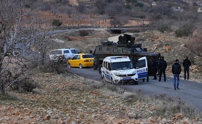 Şanlıurfa'da kadın ve çocukları otomobilde rehin alındı