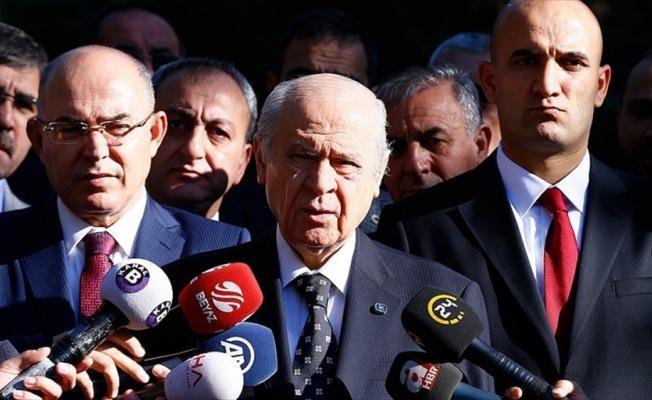 MHP Genel Başkanı Bahçeli: Yürürken düşünmesini tavsiye ederim