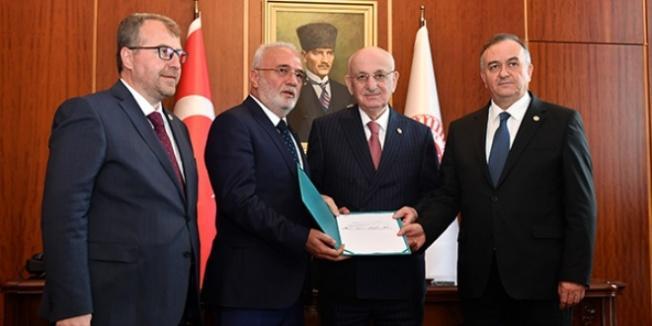 AK Parti ve MHP iç tüzük değişiklik teklifini Meclis'e sundu