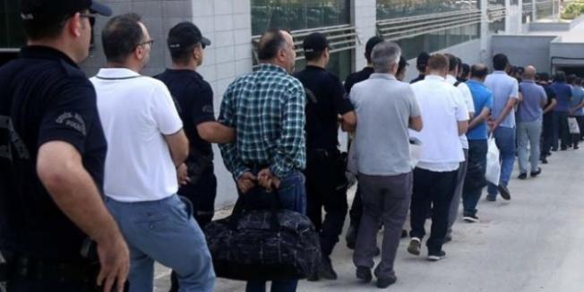 Bursa'da ihraç edilen 17 öğretmen gözaltında