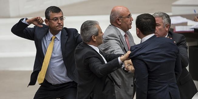Meclis'te yine kavga görüntüleri