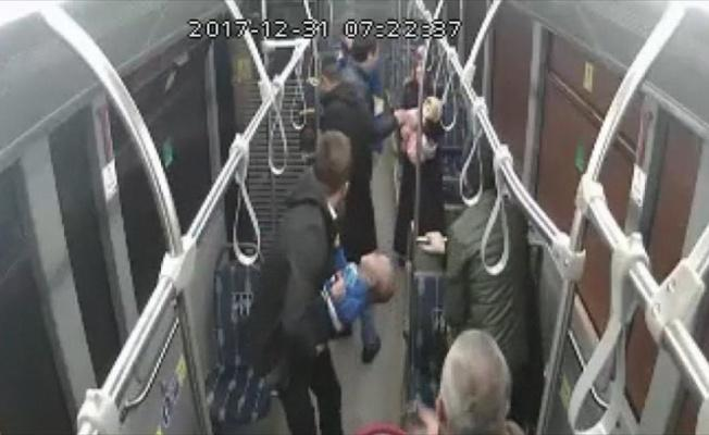 Otobüs şoföründen 10 aylık bebeğe hayati müdahale