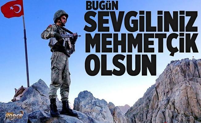 Bugün sevgiliniz Mehmetçik olsun! .