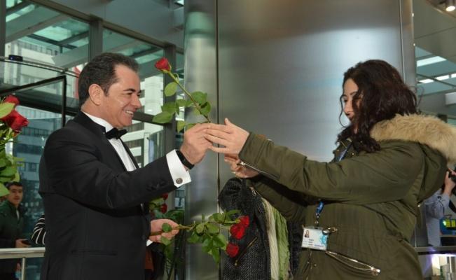 DenizBank üst yönetiminden kadın çalışanlarına özel karşılama