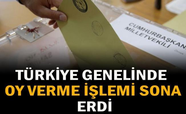 Türkiye genelinde oy verme işlemi sona erdi