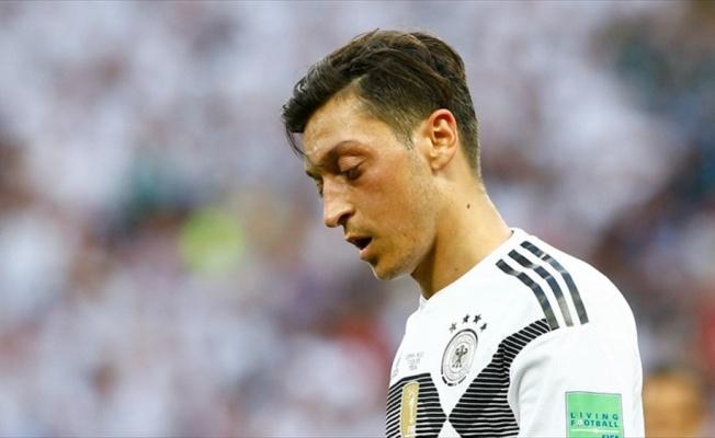 Alman siyasetçilerden Mesut Özil'e destek