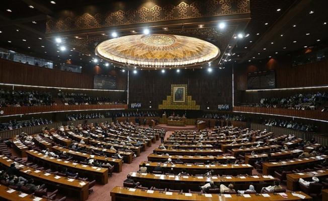 Pakistan'da partilerin meclisteki sandalye sayıları açıklandı