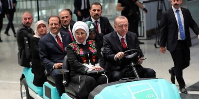 Cumhurbaşkanı Erdoğan, Yeni Havalimanı'nda shuttle kullandı
