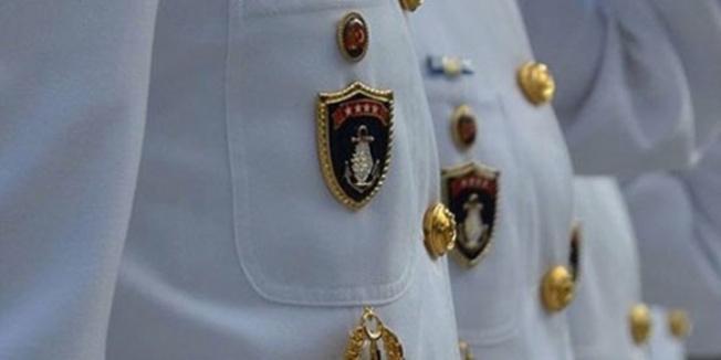 Deniz Kuvvetleri'nde 12 halen görevde 30 askere gözaltı