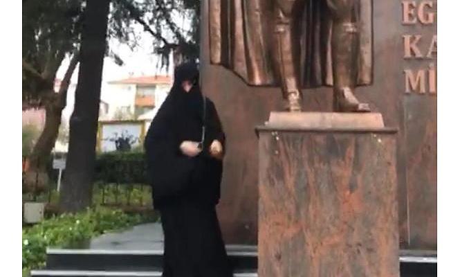 Çarşaflı provokatörler yine sahnede... Atatürk büstüne baltalı saldırı