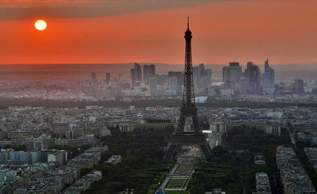 Dünya liderleri pazar günü Paris'te toplanacak