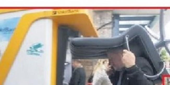 Belediye Başkanı, makam koltuğunu kapısını kilitleyerek kurtardı