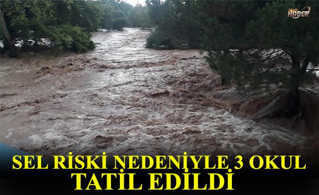 Sel riski nedeniyle 3 okul tatil edildi.