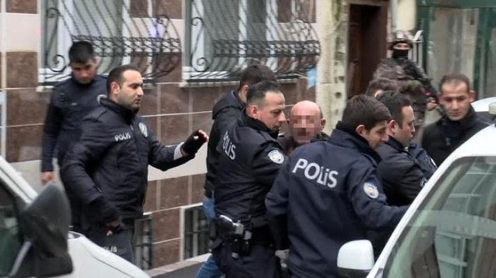 İntihar girişimini polis önledi.