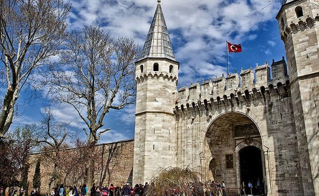 Tarihi Topkapı Sarayı'nın restore edilen bölümleri yeniden ziyarete açıldı.