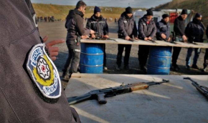Polis ve bekçilere komando eğitimi veriliyor.