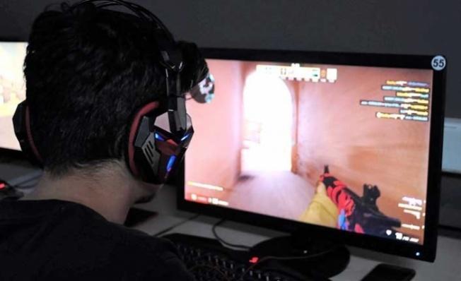 Anne babalara önemli uyarı! Bilgisayar oyunları gençleri asosyalleştiriyor.