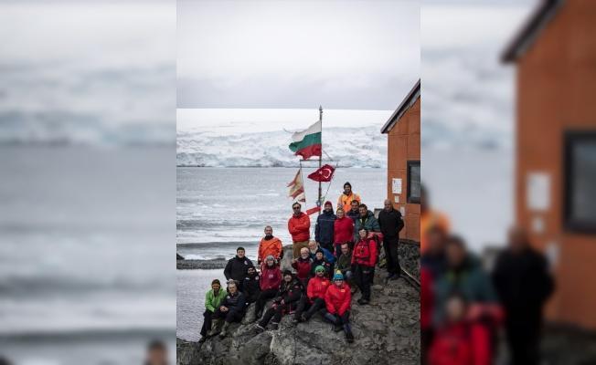 Antarktika'daki Türk ekibi yabancı üsleri ziyaret etti.