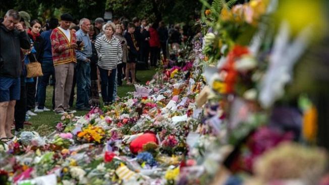 Katliam şehitlerinin cenazeleri ailelerine teslim edilmeye başladı.