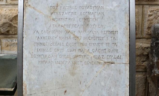 Şeker tezgahı olarak kullanılan mermer parçası, tarihi mezar taşı çıktı.