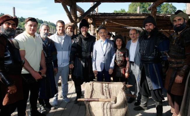 Oktay'dan Diriliş Ertuğrul setine ziyaret