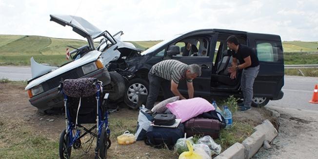 Başkentte otomobiller çarpıştı: 6 yaralı