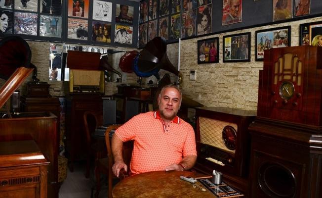 Müzik tutkunlarına 'plak evi'nde nostalji yaşatıyor