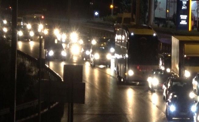 Bayramın son gününde 43 ilin geçiş noktasında trafik yoğunluğu