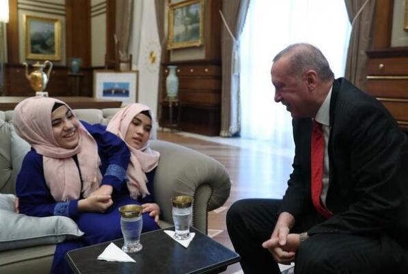 Cumhurbaşkanı Erdoğan, siyam ikizlerini kabul etti