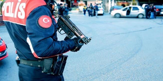 'Dur' ihtarına uymayan sürücü polis memurunu yaraladı