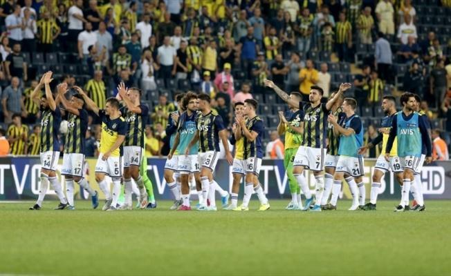 Fenerbahçe evindeki açılış maçlarında sorun yaşamıyor