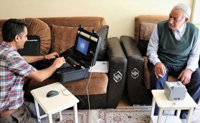 Hasta ve yaşlılara 'evde nüfus cüzdanı' hizmeti