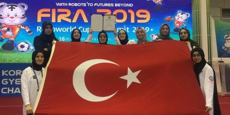 İmam Hatipli kız öğrenciler robot yarışmasında dünya 3'üncüsü oldu!